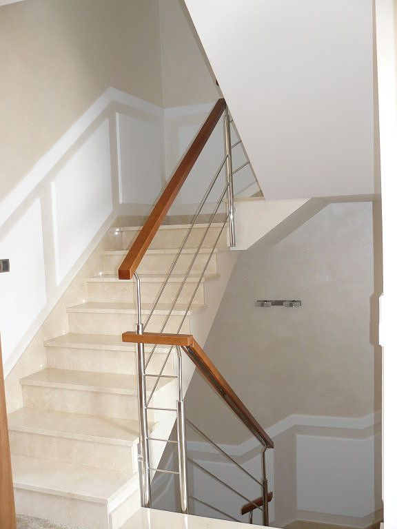 Frisos de madera en escaleras decorar tu casa es escaleras pinterest Decorar pared escalera