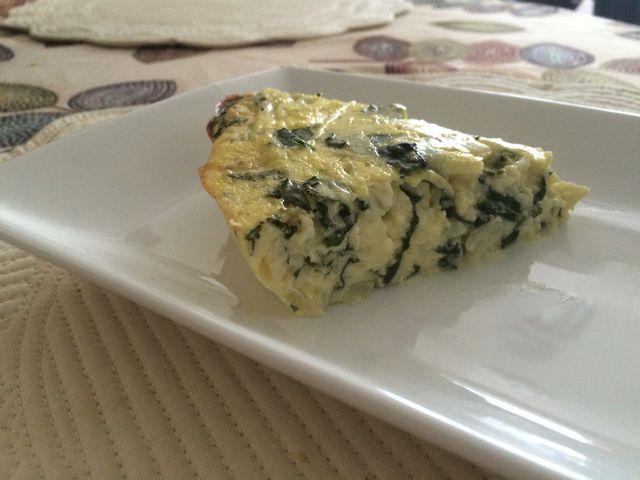 Quiche de espinaca sin corteza, receta sin gluten ideal para tu desayuno o almuerzo, baja en grasas, sodio y carbohidratos y rica en proteína.