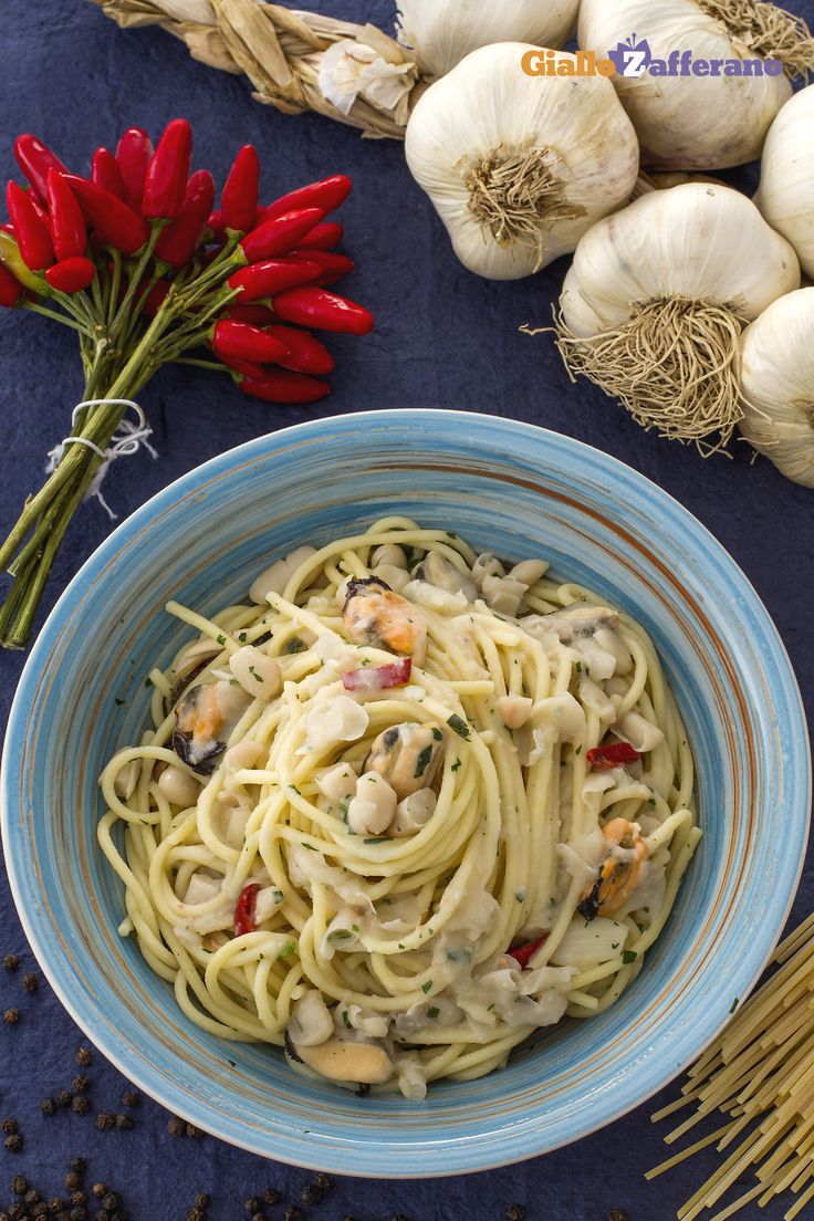 Gli #spaghetti #fagioli e #cozze sono una originale versione autunnale del primo piatto campano. Provala con #Andalinilatuapasta!!