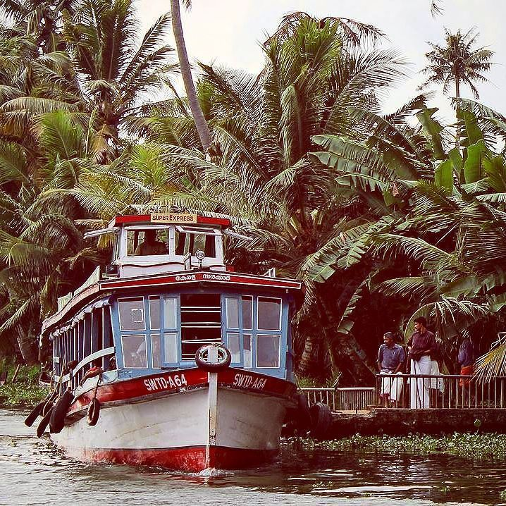 While on our way from #Kovalam to #Kumarakom we alighted at #Alleppey to thought of hands on experience of #local #life. Bought a #ferry ticket for #Kottayam for about (15/-). We were actually stunned as we had never thought that it would be this economic [ The KSWTC or Govt operated boats].#_hoi  The ferry started at about 11:30 am. Only a few of the passengers were #tourists and rest all were local commuters in casual attire. Looking at their bags I sensed that these folks do their…