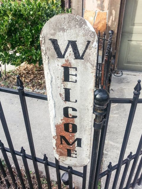 It's Just Me: Easy Peasy Welcome Trowel Sign