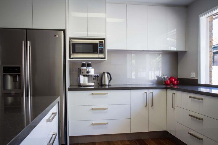 Modern kitchen. Gloss white cabinets. www.thekitchendesigncentre.com.au