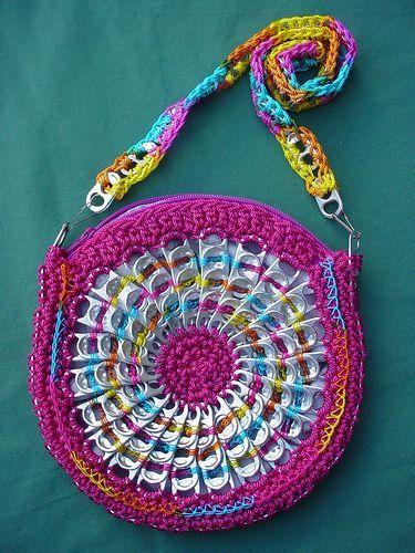 pull tab purse. @Mary Powers Powers Harris. Now here's something useful to make out of all those tabs!!!!