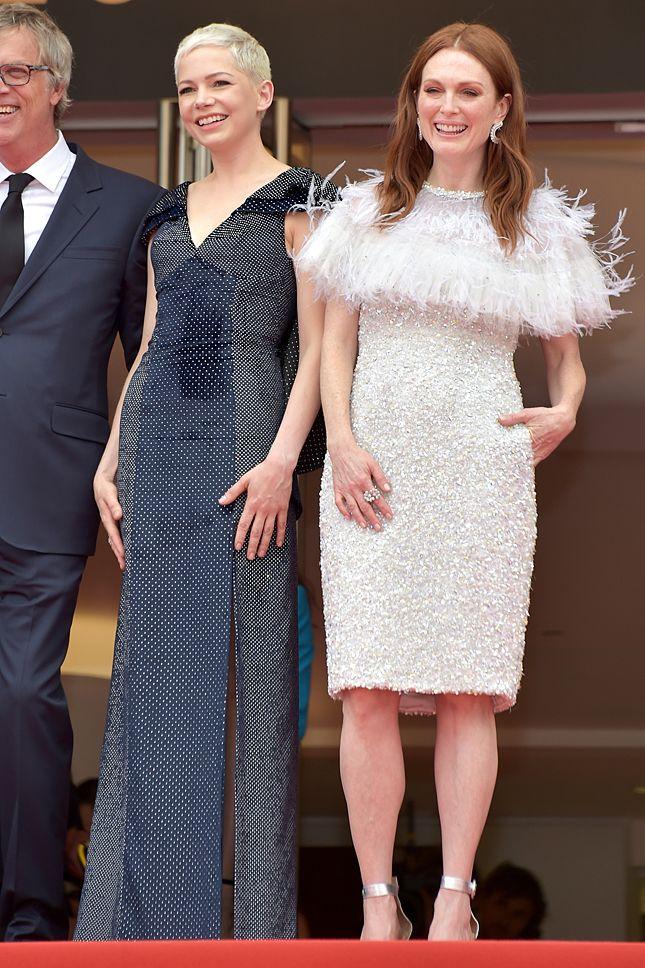 Мишель Уильямс в Louis Vuitton и Джулианна Мур в Chanel Couture на премьере фильма «Мир, полный чудес» в Каннах - мода, красота, украшения, новости, тренды, коллекции брендов одежды, обуви и аксессуаров: все новинки в онлайн-версии журнала Vogue.
