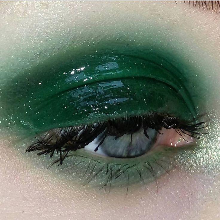 Maquillage vert émeraude glossy