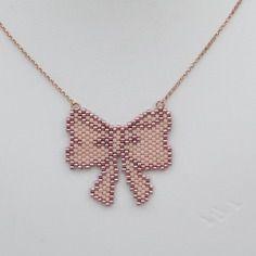 Collier noeud papillon en perles miyuki rose pale et rose sidéral gold filled…