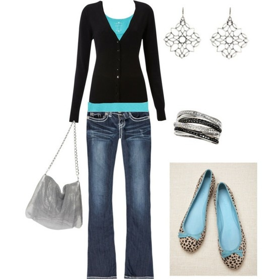 Chic outfit……..check out the turquoise bows on the flats….awesome!