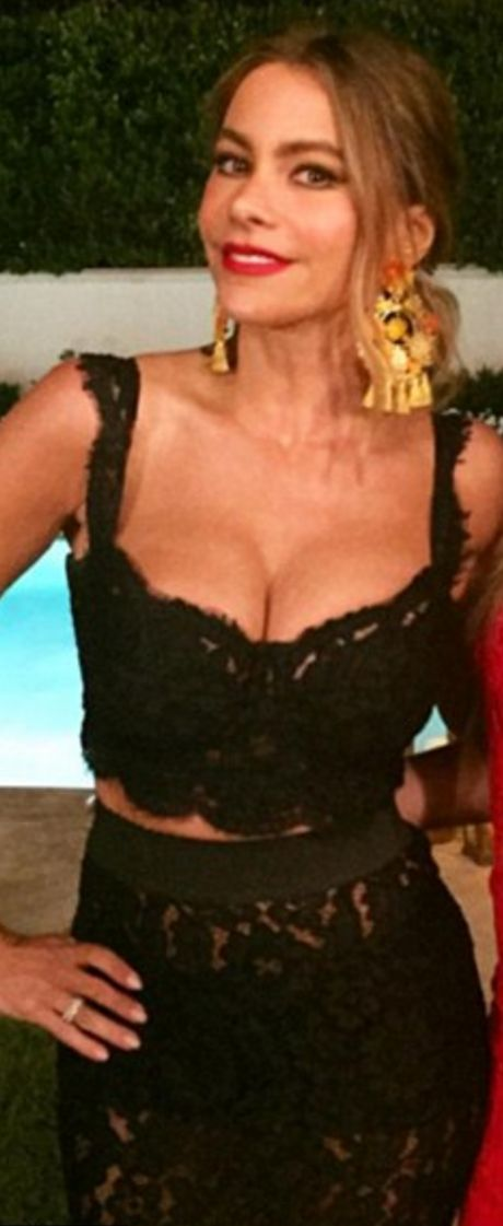 Who made  Sofía Vergara's black lace skirt and crop top?
