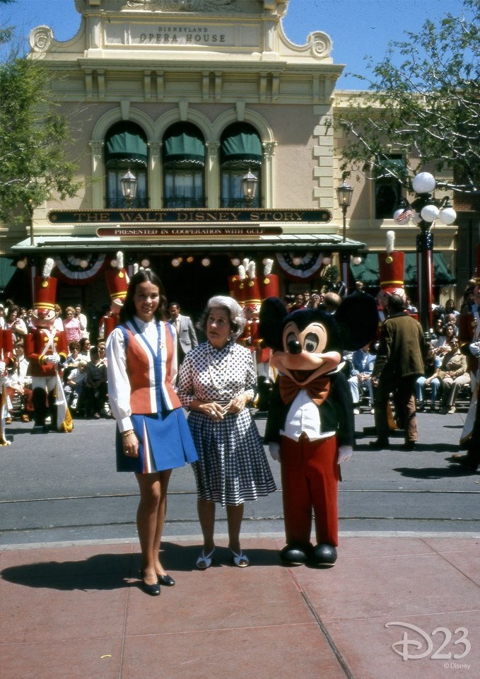 disneyland open memorial day