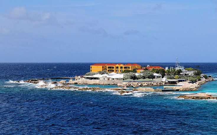 Curacao-Sea-Aquarium//The Curaçao Sea Aquarium and the Dolphin Academy share this islet on the west coast of Curaçao, with Seaquarium Beach nearby.