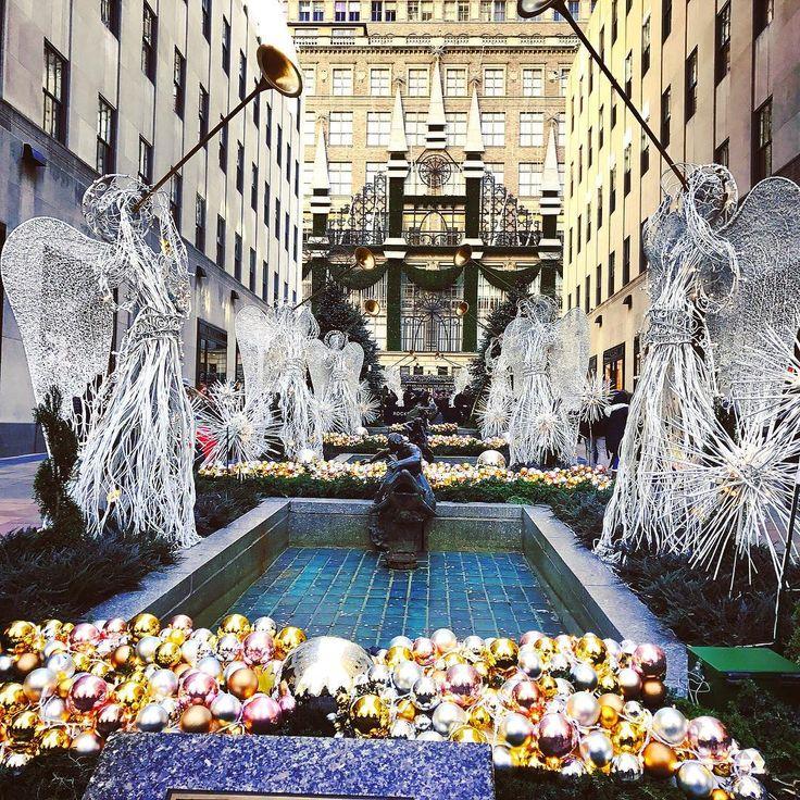 Последние деньки в Нью Йорке перед Рождеством. Эх почаще бы оно было:)#christmas #windows #newyork #skating #ice #iceskating #windowshopping #каток #rockefellercenter #rockefellertree #christmasinnewyork #christmaswindows #рождество #рождественскиедекорации #nyc #ilovenyc #newyorknewyork #ньюйорк #rockefellertree #christmastree #елка #nyclife #nyc🗽 #рокфеллерцентр #winter #picturesofnewyork #christmasdecorations #rockefellerplaza #newyorker @timeoutnewyork @pictures_of_newyork
