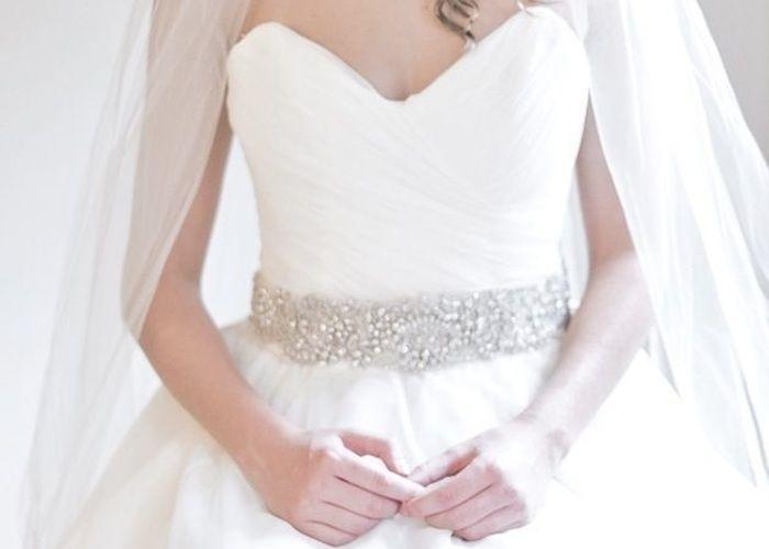 きらきらビジューのサッシュベルトが素敵*宝石をウエストに巻いて輝く花嫁に♡