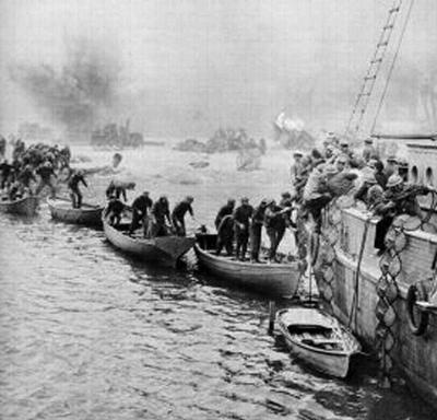 Soldiers of the BEF being evacuated from the beaches of Dunkirk.  Although the vast majority of the 330 thousand were lifted by the Royal Navy, a flotilla of small privately owned boats were there to help, adding to the legend.