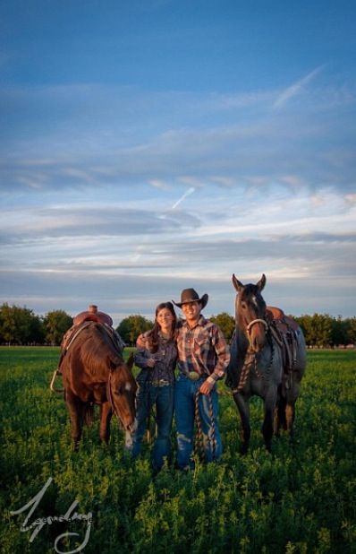 Couple photography with horses