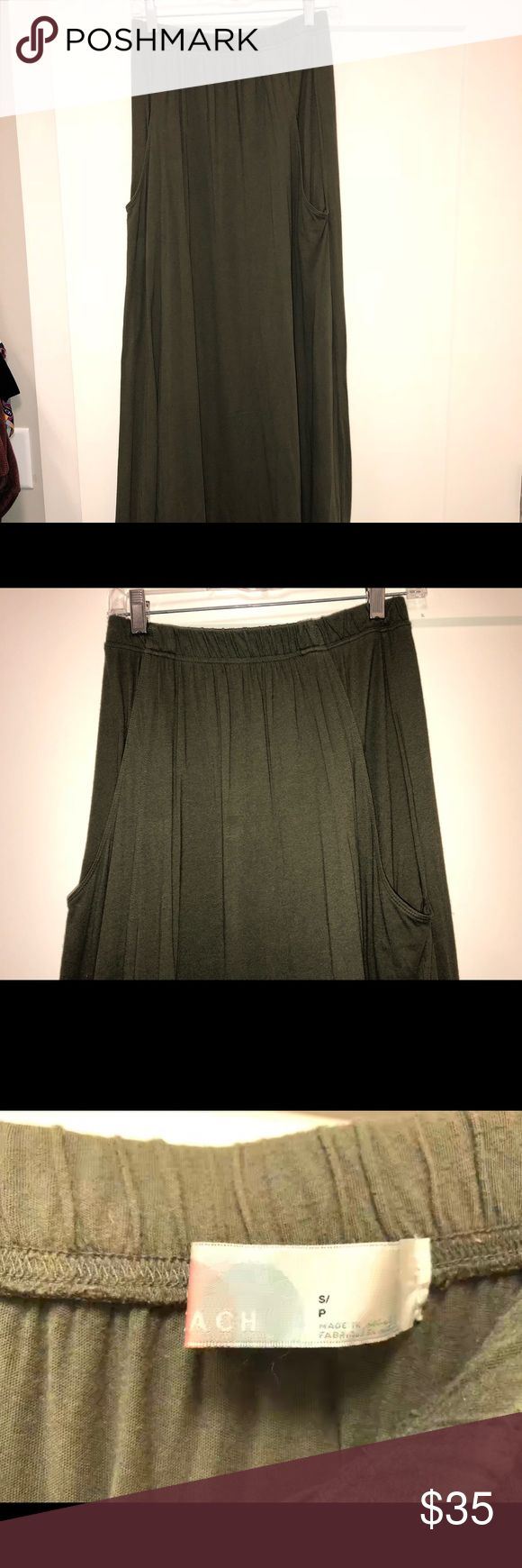 Free People olive maxi skirt Like new Free People Maxi Skirt. Size small and the best part. IT HAS POCKETS! This skirt goes great with everything. Boots, jean jacket, t-shirt, leather jacket, wedges, endless possibilities. The material is so soft. You will love this skirt! Free People Skirts Maxi