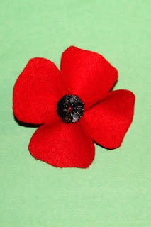 Felt Poppy Tutorial with felt and buttons - looks easy enough for the kids to do