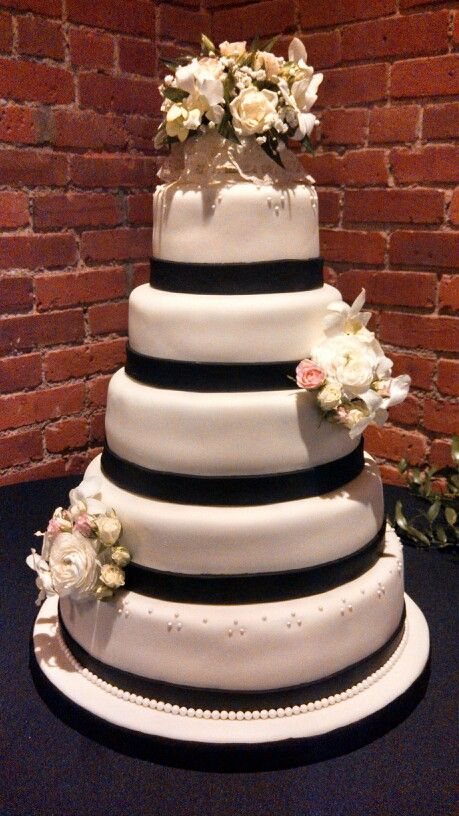 elegant white wedding cakes simple five tier wedding cake covered in black 14001