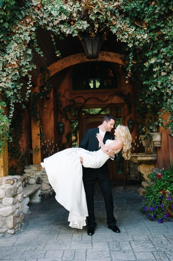 It's not hard to find a scenic outdoor wedding venue in Utah because the state is full of amazing mountain ranges. If you need some ideas for places to get married in Utah, check out these outdoor wedding venues in Salt Lake City. | The Top 10 Outdoor Wedding Venues in Salt Lake City - Tuscany