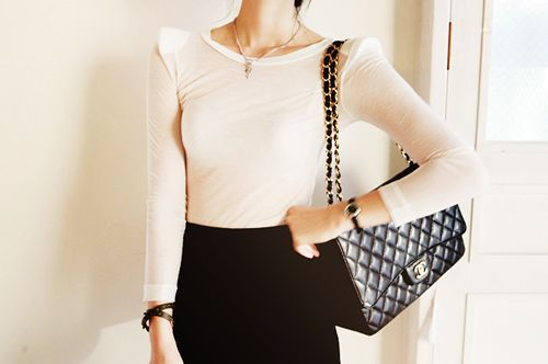 less Is moreClassic Channel, Chanel Bags, Bags Forever, Black Shoulder, Channel Bags, Chic Shoulder, Black White, Dreams Purses, Classic Chanel