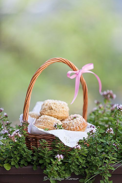 Serving muffins in easter baskets with decorative napkin liner