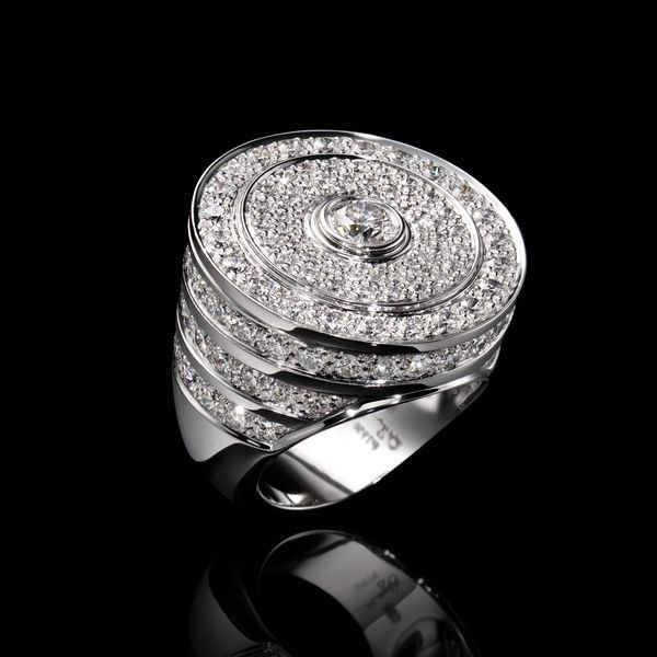 Harry Winston. Guggenheim platinum ring set with diamonds.