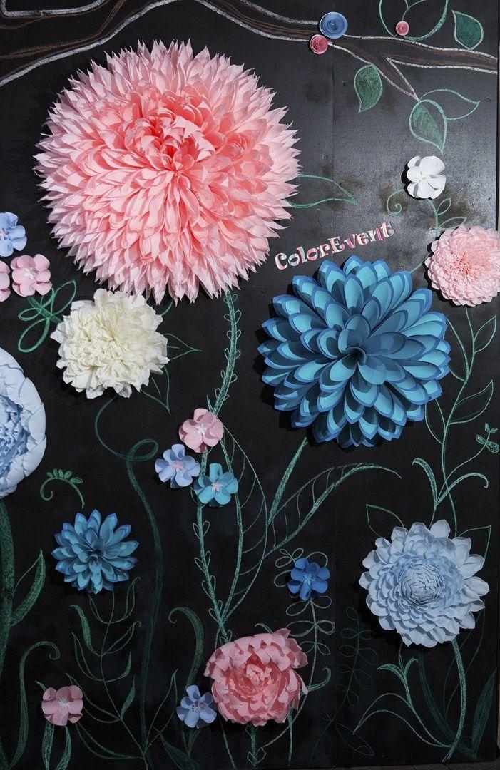 Фотозона из бумажных цветов на свадьбу в стиле алиса в стране чудес, Paper Flower Backdrop, фотозона из бумаги и меловой доски, alice in wonderland, большие бумажные цветы