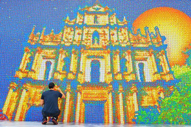 85,794 RUBIK'S CUBE MURAL    http://www.lostateminor.com/2013/02/27/85794-rubiks-cube-mural/