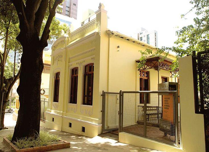Casas amarillas arquitectura dise o pinterest - Colegio administradores barcelona ...