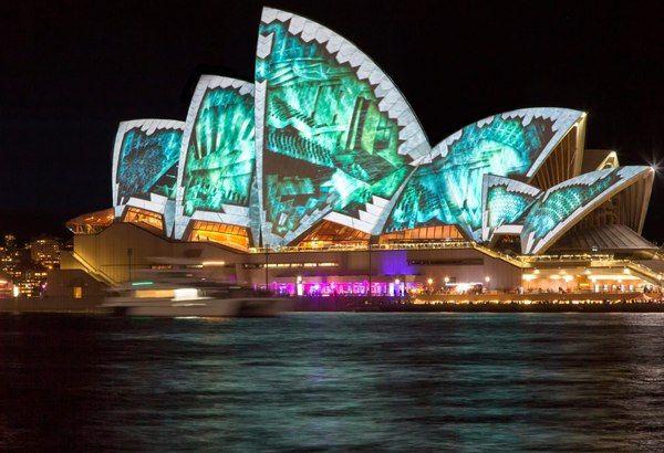 Сиднейский оперный театр во время фестиваля Яркий Сидней (Vivid Sydney)