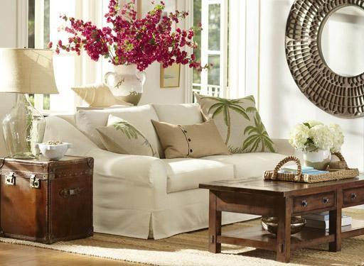 Big couch, big lamp, big mirror, big flowers, I like it!