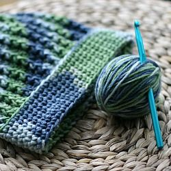 An easy crocheted ribbed hat