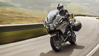 First-class touring. The BMW R 1200 RT offers reliable wind and weather protection, optimum ergonomics and convenient controls. Find out more now!