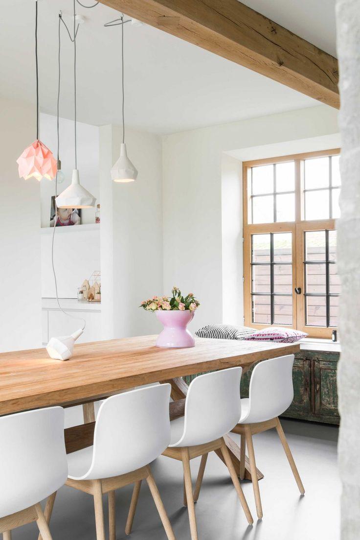 Tafel met witte bloemen | table with white flowers | vtwonen 03-2017 | Styling & Fotografie Jonah Samyn