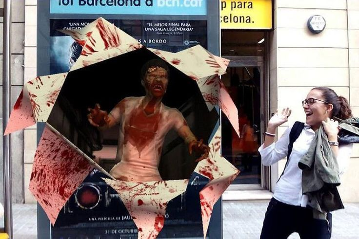 [REC]4 film fan scared with the #augmentedreality zombie on #Barcelona
