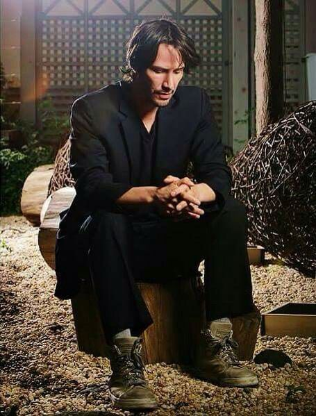 WHY DO WE LOVE KEANU? Because even though he's an über huge movie star, if he wants to wear his comfy tennis shoes for a photo shoot--he does! (chicfoo) keanu