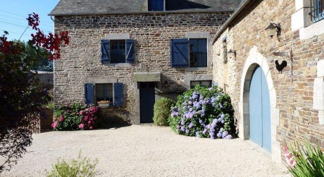 Les Fleurs de Villeprêtre - #BedandBreakfasts - $100 - #Hotels #France #Pleine-Fougères http://www.justigo.ws/hotels/france/pleine-fougeres/les-fleurs-de-villepretre_65950.html