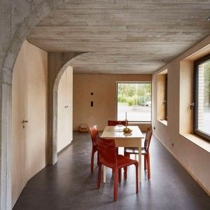 "Freiluft+uses+concrete+""tree""+to+form+rooms+within+Swiss+barn+conversion"