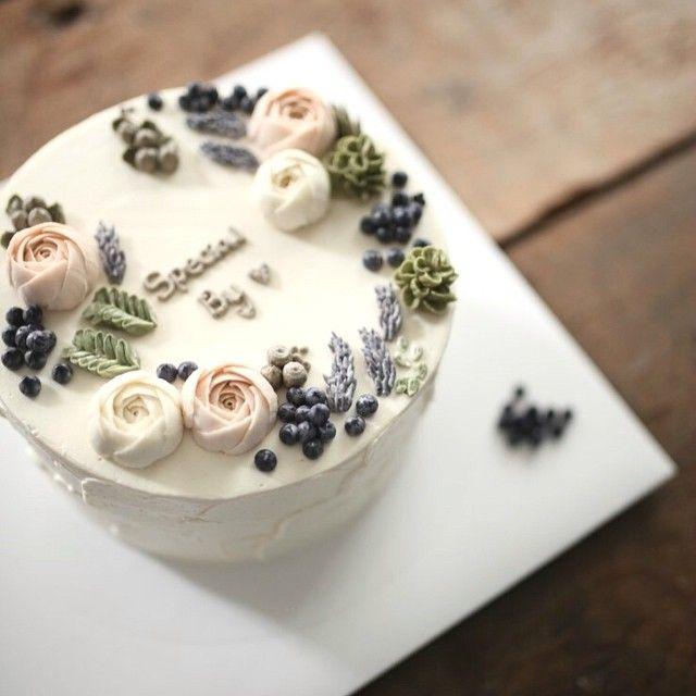 petit flower cake no. 2 #써드아이엠 #플라워케이크 #flowercake #creamcake #buttercreamcake