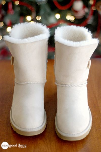 Cleaning Ugg boots and Suede Clothing ~ http://www.onegoodthingbyjillee.com/2015/01/clean-ugg-boots.html?utm_source=getresponse&utm_medium=email&utm_campaign=onegoodthing&utm_content=%5B%5Brssitem_title%5D%5D