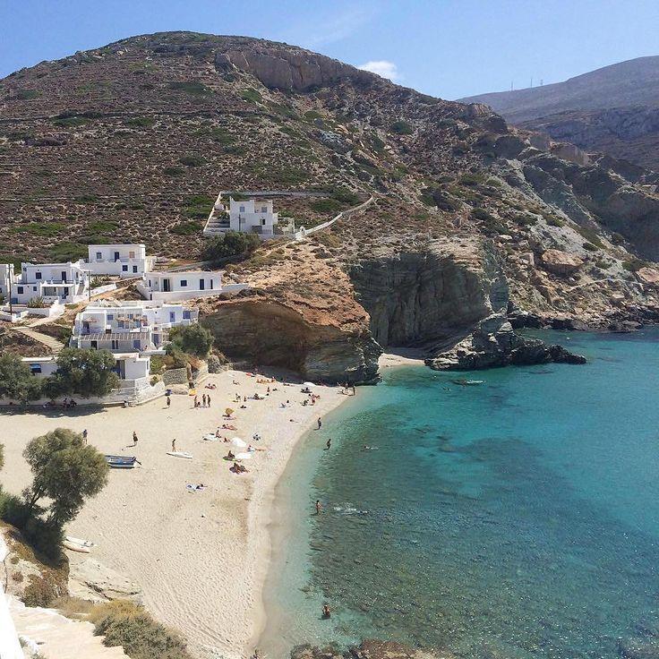 Folegandros island (Φολέγανδρος). The splendid Agali beach with impressive wild natural beauty !