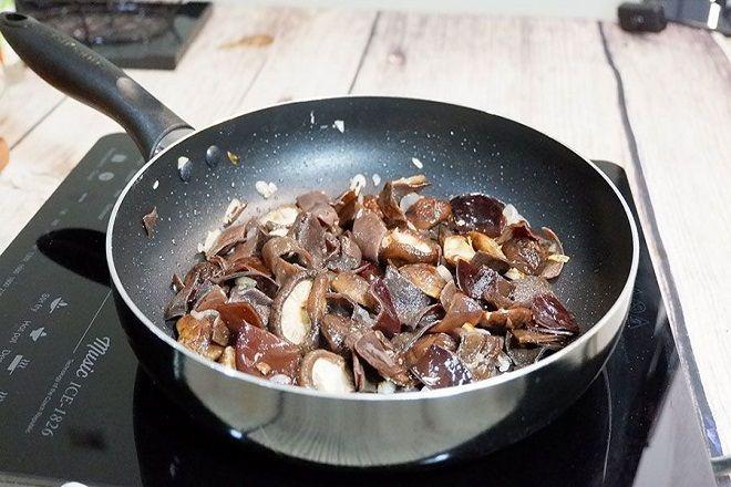Cách nấu thịt đông ngon với tai heo, mộc nhĩ đơn giản | Xào, Món ăn chính, Thịt