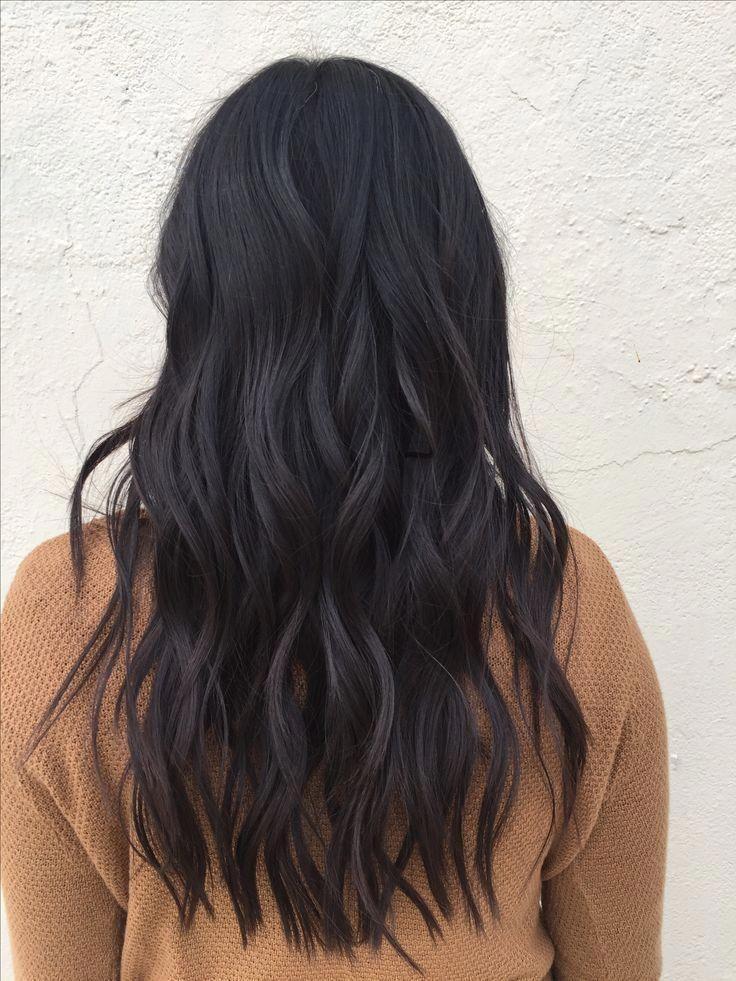 Lange Frisuren Schwarze Haarschnitte Langes Strukturiertes Haar Haare Naturliche Locken In 2020 Frisuren Lange Dunkle Haare Frisuren Lang