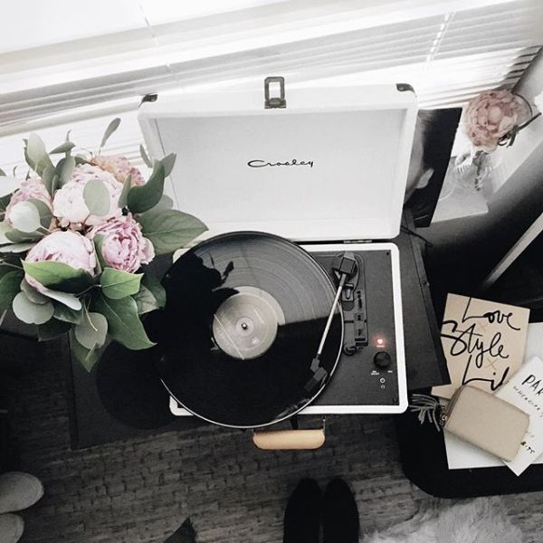 Peonies and a record player ❤