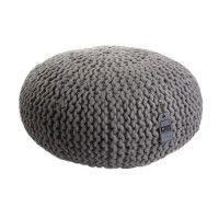 Een mooie gebreide poef van wol in extra groot formaat. De poef is verkrijgbaar in verschillende kleuren.