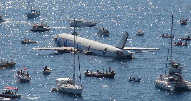 Идеальное путешествие: Власти Турции затопили настоящий самолет, чтобы пр...