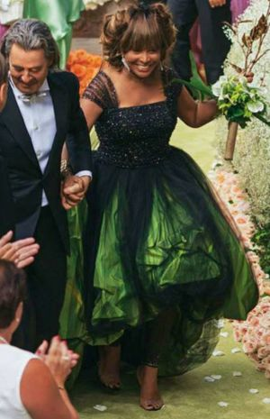 tina-yurner-erwin-bach-wedding.jpg (300×465)