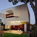 Casa 31_4 Room House / Caroline Di Costa Architect + Iredale Pedersen Hook Architects © Peter Bennetts