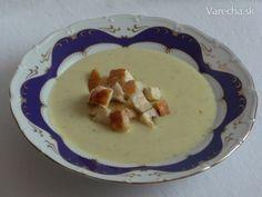 Extra česneková krémová: Zjedením tejto polievky dostanete do tela extra dávku cesnaku. Ale chuť je lahodná, pretože je varená v mlieku a cesnak pri varení nie je roztlačený, ale v celku.. Naozaj treba tri celé hlavičky cesnaku...