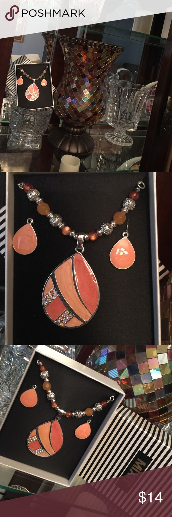 Necklace & Earring Bundle NWT NEVER WORN🎉. Great conversation starter💞. Gorgeous color design😍 Jewelry