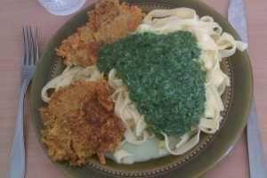 Morotsbiffar med pasta och långkål